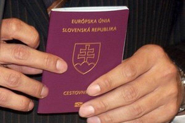Podnikateľ, čo bude chcieť dodávať Slovensku nové pasy či občianske preukazy, môže zvýšiť svoje šance v tendri ponukou, že u nás dá prácu nezamestnaným.
