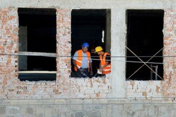 Stavebné práce do päť miliónov by štát mohol kupovať aj bez súťaže.