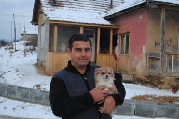 Čivava. Jediný registrovaný pes v miestnej osade.