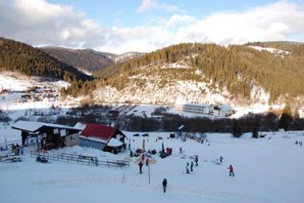 Lyžiarska sezóna na Gemeri. Prevádzkovatelia dúfajú, že im pomôže aj prírodný sneh.