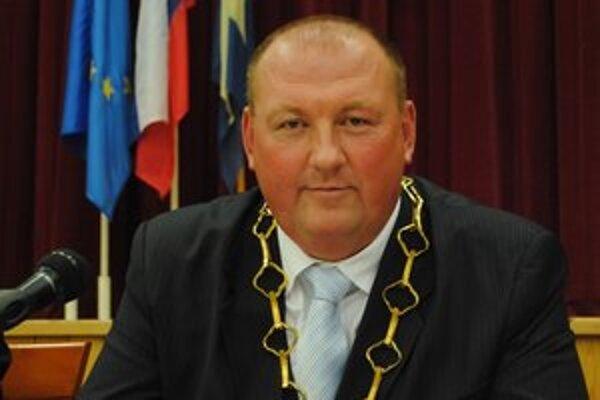 Primátor Pavol Burdiga vyhral októbrové voľby na post primátora, uvoľnil tak poslaneckú stoličku.