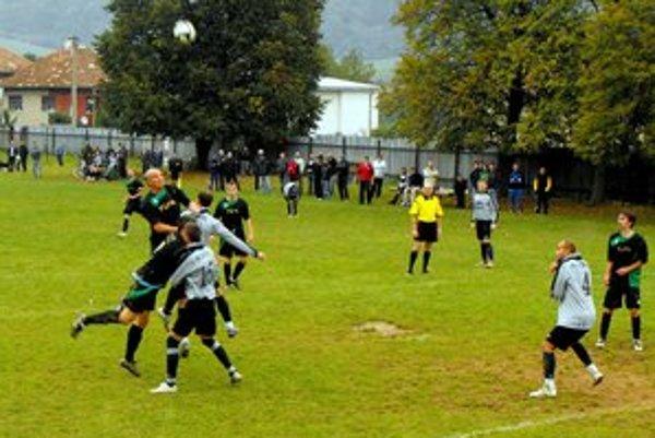 Doma. Futbal v Štítniku sa už druhú sezónu hráva na domácom ihrisku.