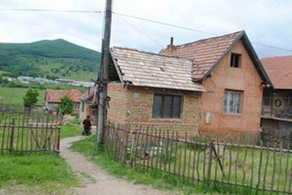 Dom Darvašovcov, ktorý majú ako čiernu stavbu odstrániť.
