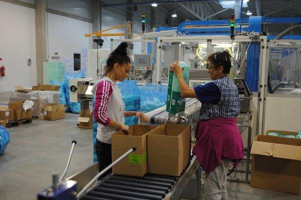 Celltex Hygiene. Pri výrobe hygienického sortimentu zamestnali 20 ľudí z regiónu.