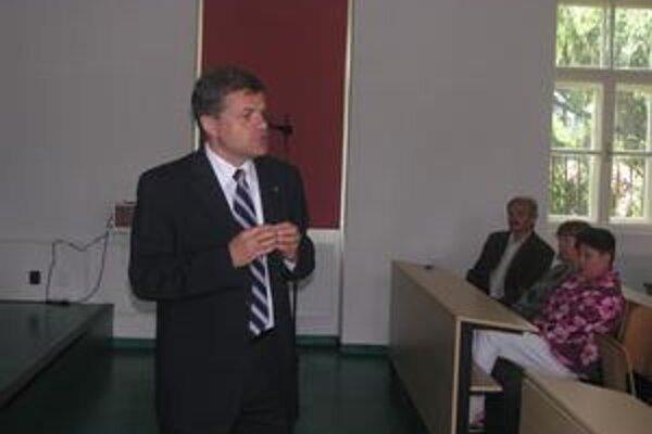 Rektor. Ladislav Mirossay vidí dočasnú záchranu ústavu vo finančnej podpore mesta.