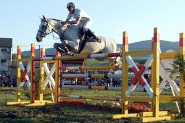Mini maxi. Skok do výšky preverí jazdca i koňa.