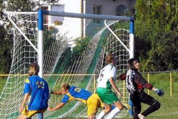 Dobýjali bránu. Záverečný tlak Gemerskej Hôrky vyrovnávajúci gól nepriniesol. Po jednej zo šancí vsieti skončil iba útočník Kövesdi.