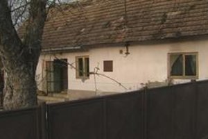Dom. Starenka v čase napadnutia oddychovala v spálni tohto domu.