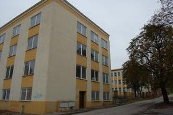 Budova bývalého ONV. Doposiaľ sa ju nepodarilo odpredať.