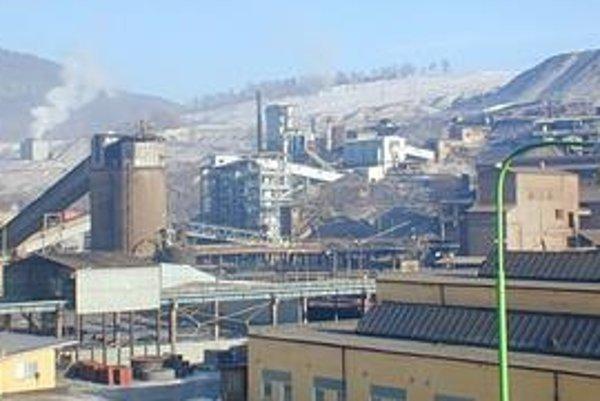 SMZ Jelšava. V závode pracuje asi 920 zamestnancov.
