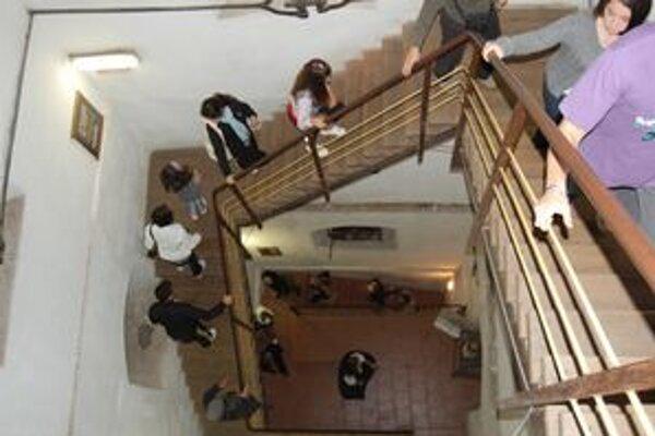 144 schodov vedie na vežu, odmenou je Rožňava ako na dlani.
