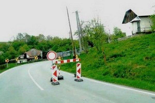 Uzavretá cesta pri Šarišskom Štiavniku.