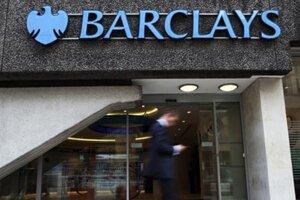 Ako prvá sa k škandálu priznala britská banka Barclays.