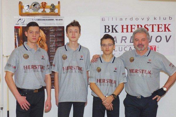 Biliardisti BK Herstek Bardejov. Postúpili do 1. ligy.