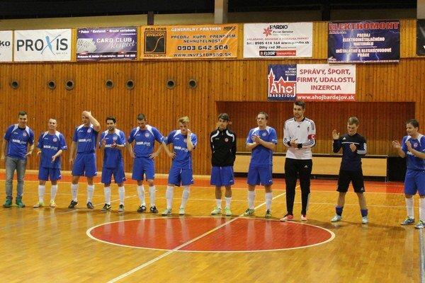 Víťazná ďakovačka. Futsalisti Bardejova potešili seba isvojich priaznivcov.