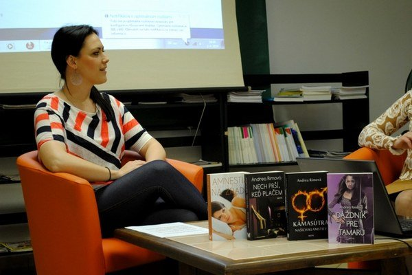 Diskusia s autorkou.V Okresnej knižnici Dávida Gutgesela bolo minulú stredu rušno.