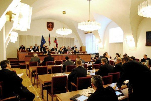 Bardejovskí poslanci rozdávali odmeny.