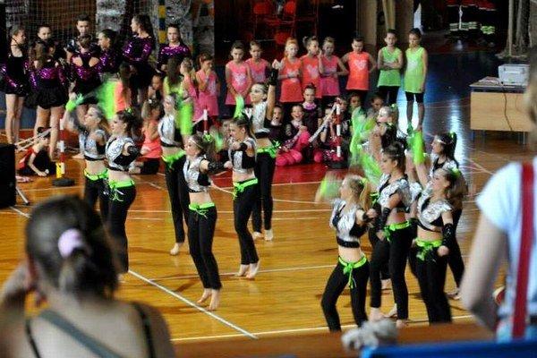 Kesel Dance Cup 2014 v športovej hale. 19 disciplín, 25 klubov,  1059 tanečníkov.