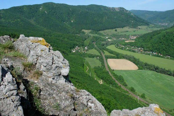 Jánošíkova bašta. Pohľad na údolie Hornádu.