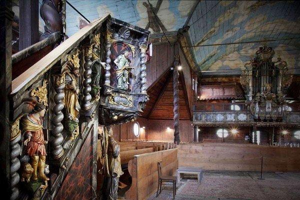 Interiér a detaily. Najviac ju zaujali drevené monumenty v Rumunsku.