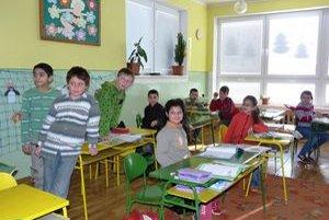 Vyučovanie v málotriedke. Obecná škola v Breznici sa vybavením môže porovnávať s plne organizovanými školami.