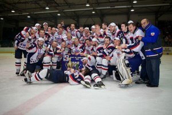 Zlatí hokejisti Bardejova. Vyhrali prvú hokejovú ligu.