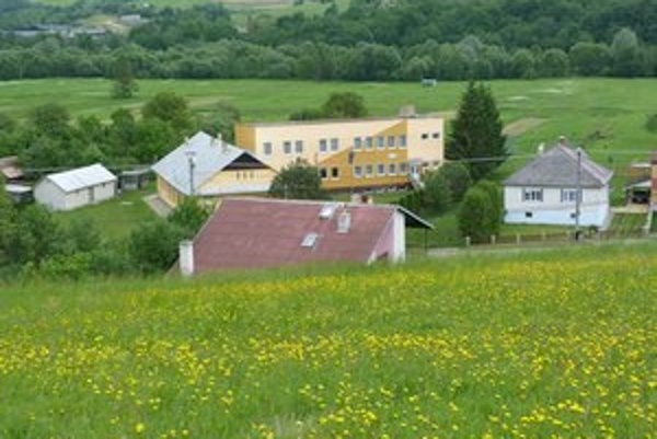 Krušinec. Počas povodní v roku 2009 obec postihol havarijný zosuv, ktorý dodnes ohrozuje miestne domy.