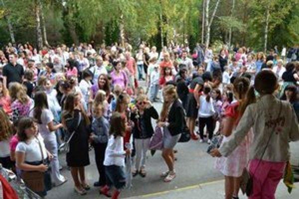 Prvý deň v škole v Bardejove. Najväčšej bardejovskej škole pribudlo 23 prvákov.