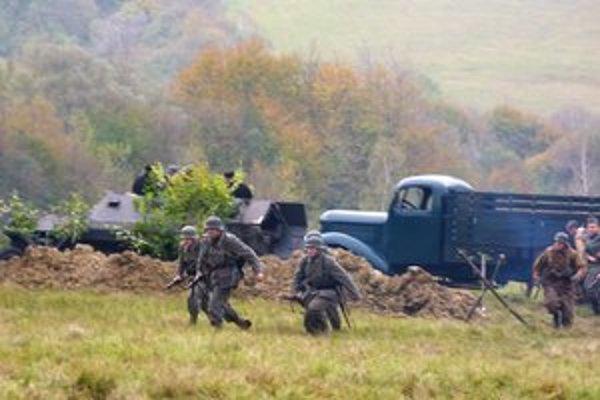 Nemecké vojská ustúpili pred útokmi Červenej armády a vybudovali si postavenia na celej línii frontu na slovenskom území.