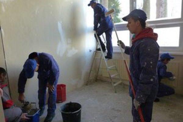 Budúci murári. Špecializované odborné učilište od septembra ponúka deťom s mentálnym postihnutím možnosť vyučiť sa remeslu.