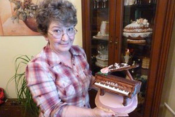 """Mária """"Mafka"""" Molčányová. Inšpiráciu pre výrobu perníkov zbiera, kadiaľ chodí. Jej prácu  poznajú na celom Slovensku, ale už aj mimo Európy."""