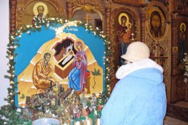 Príprava na Vianoce. Pravoslávne rodiny zasadnú k štedrovečernému stolu tradične podľa juliánskeho kalendára 6. januára.
