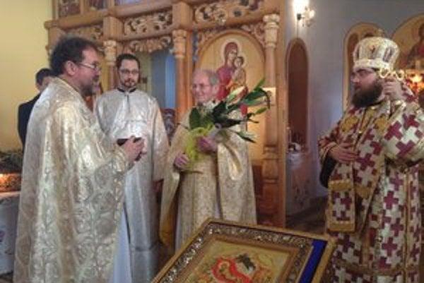 Návšteva vladyku Rastislava. Jubilantovi, duchovnému Andrejovi Želizňákovi, vzdali úctu.