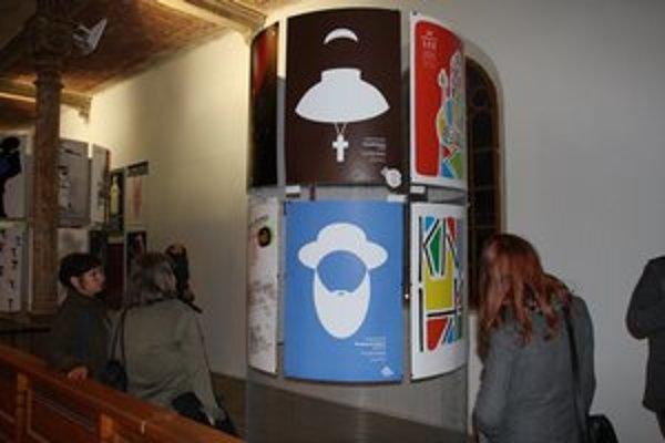 Plagáty Bardejovských potuliek. Pri svojej dizajnérskej práci sa Peter Javorík pridržiaval symbolizmu danej témy.