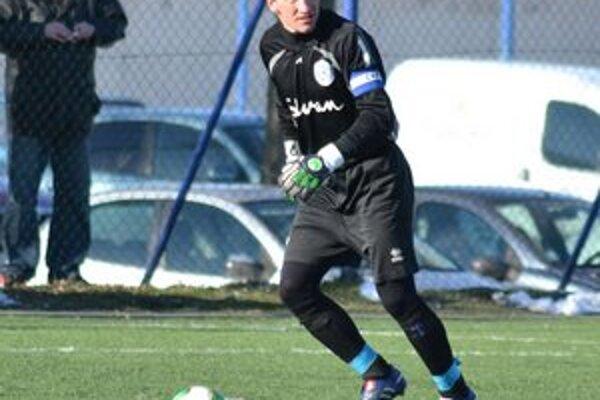 Nezabránil výprasku. Brankár Giraltoviec Štefánik inkasoval osem gólov.