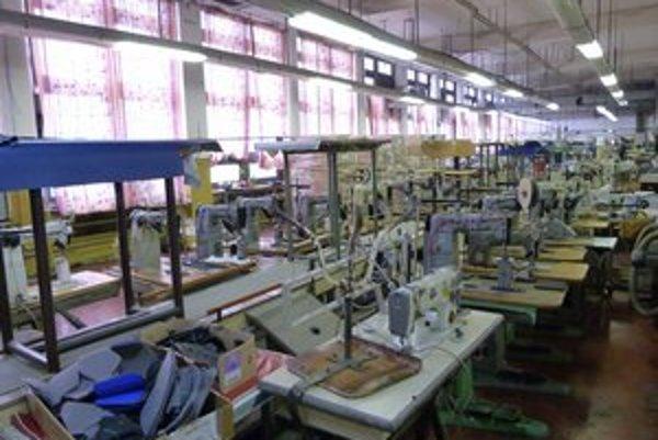 Bývalé haly JAS-u sú zatiaľ stále využívané pre obuvnícku výrobu.