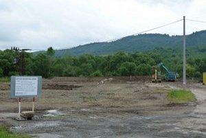 Bioplynová stanica. V areáli bývalej píly pri Ladomirovej stavajú bioplynovú stanicu na výrobu elektriny. S výrobou počítajú v januári budúceho roku.