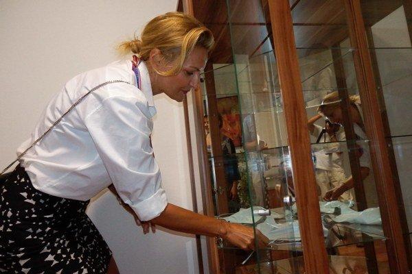 Exmoderátorka a modelka Renáta Špačková, rod. Lehocká. Do Siene rodákov venovala modrý kožený top, ktorý predvádzala na svojej prvej prehliadke.