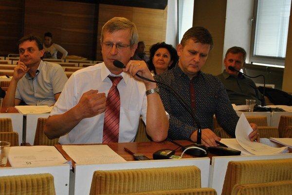 Poslanci Vološin a Čop sa mladých športovcov zastali.