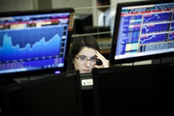 Dôchodkové správcovské spoločnosti budú možno do fondu so zárukami kupovať aj akcie.