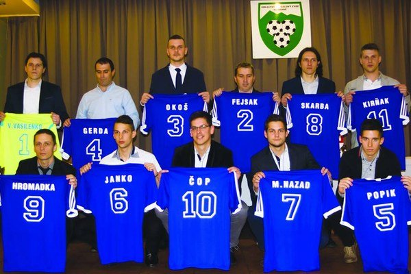 Elita 1. triedy ObFZ Humenné. Dekorovali najlepších futbalistov za rok 2015.