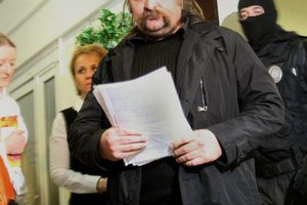 Pre daňové úniky skončil Mikuláš Vareha vo väzení. Hrozí mu sedem až 12 rokov. Pred týždňom ponúkol za svoje prepustenie kauciu. Prokurátor ju navrhol odmietnuť.