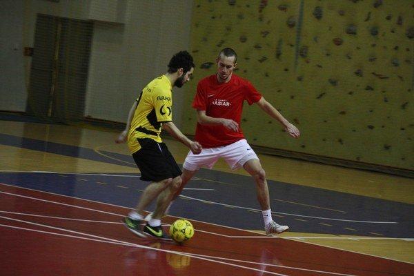 Vladimír Voroňák (v žltom) vakcii. Stal sa najlepším hráčom 14. ročníka MFL.