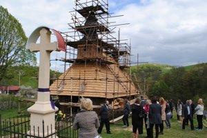 Chrám svätého Bazila Veľkého v Hrabovej Roztoke. Práce si prešli pozrieť účastníci konferencie.