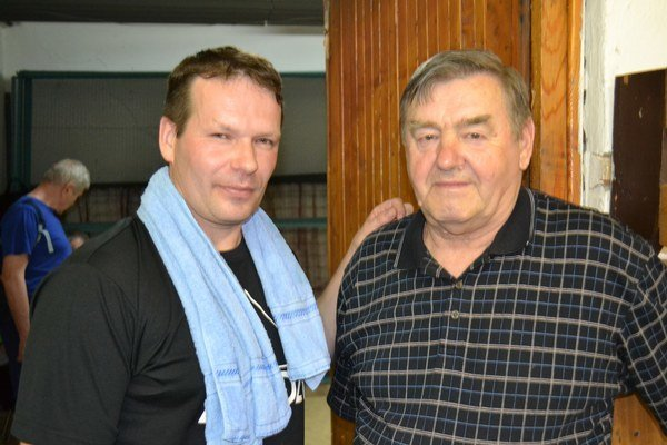Ján Jelo vľavo, najlepší hráč 3. ligy. Spolu snestorom Š. Nitkulincom.