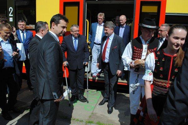 """Poľská delegácia. Pricestovala špeciálnym vlakom. Volajú ho Bieščadský """"žaček""""."""