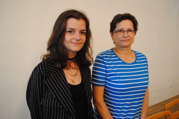 Ocenené autorky. Diana Behúnová (vľavo) aEmília Muličáková.