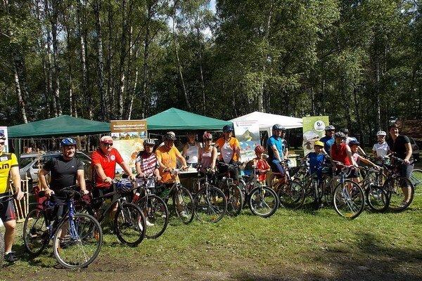 Na štarte. Podujatie podporilo 20 cyklistov.