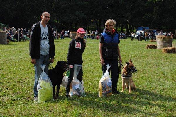 Trojica najrýchlejších jedákov. Michal Derenin (sprava), Silvia Kandrová a Martin Demčák.