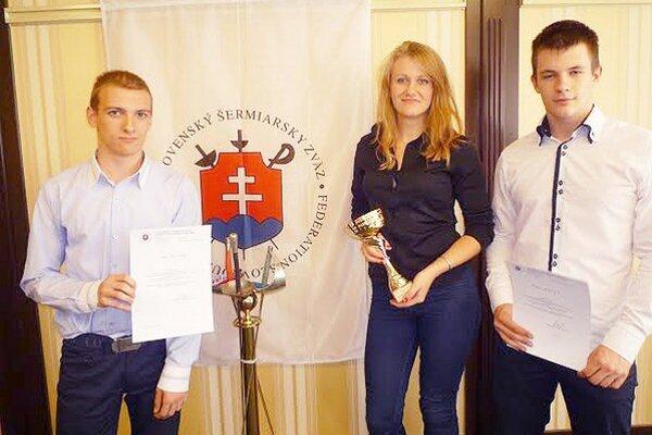 Šermiarske trio. Ocenení Branislav Kucka, Katarína Hunčárová a Denis Dunaj.